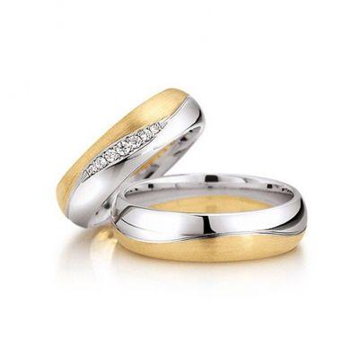 Золотые обручальные кольца волна