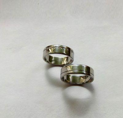 Обручальные кольца классика с камнями