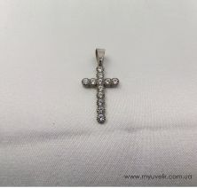 Крестик полностью в камнях