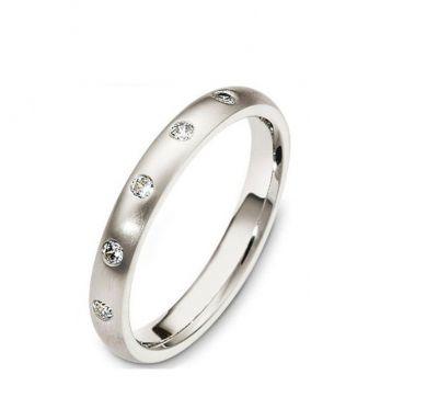 Свадебное кольцо с камнями
