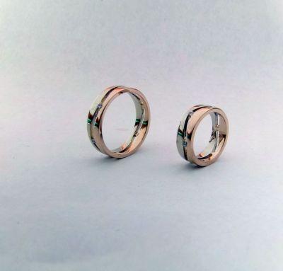 Обручальные кольца с двух частей