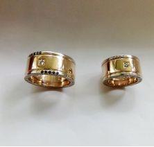 Обручальные кольца со скрытой надписью Versace