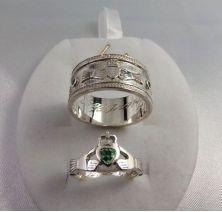 Обручальные кольца руки и сердце