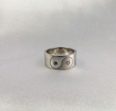 Обручальное кольцо инь  янь