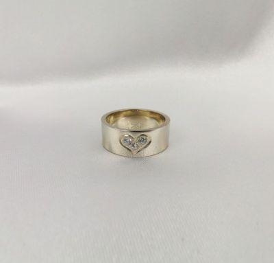 Женское кольцо с сердечком