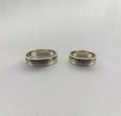 Свадебные кольца с полосками