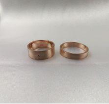 Свадебные кольца с камнем