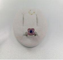 Кольцо цветок с камнями