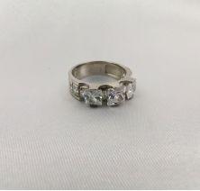 Изысканное женское кольцо