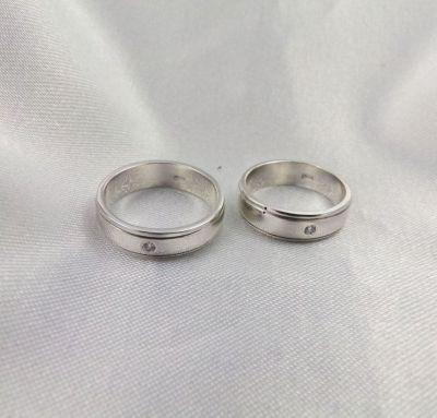 Свадебные кольца с камушком