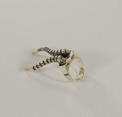 Кольцо с рогами