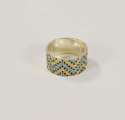 Кольцо в виде вышиванки с камнями