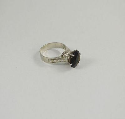 Кольцо женское с большим камнем