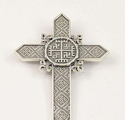 Крест с оберегами