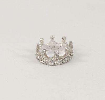 Женское кольцо как корона