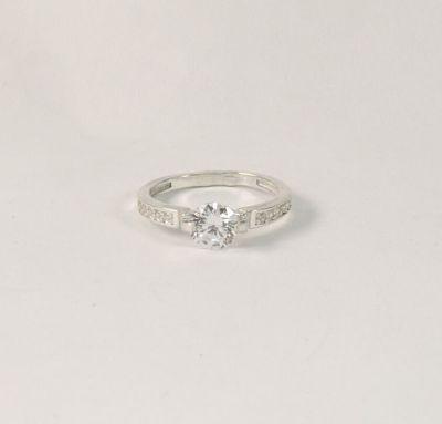 Кольцо с цирконами из серебра