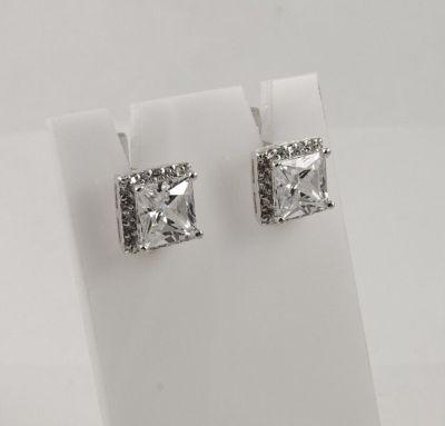 Серьги с квадратным белым камнем