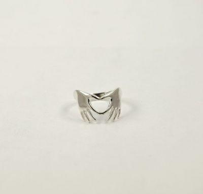 Кольцо сердце из рук