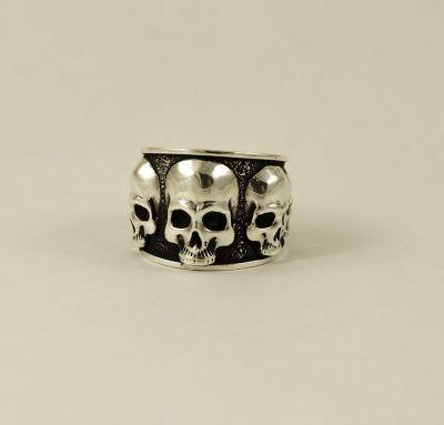 Кольцо широкое с черепами