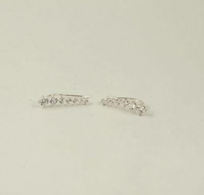 Сережки вдоль мочки уха
